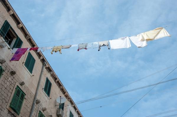 vêtements suspendus aux fenêtres Croatie
