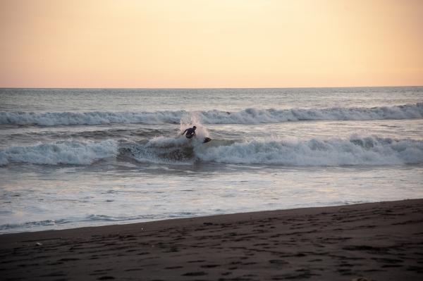 Surfer a El Paredon, Guatemala