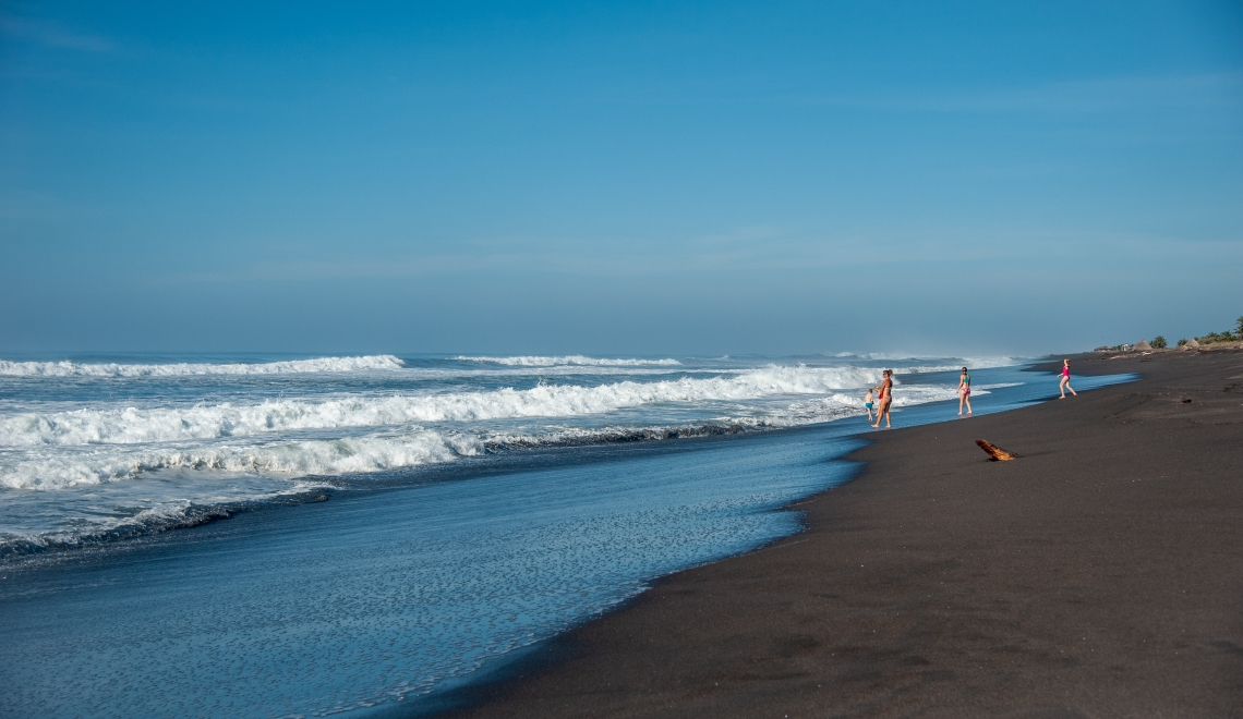 Surfer au Guatemala