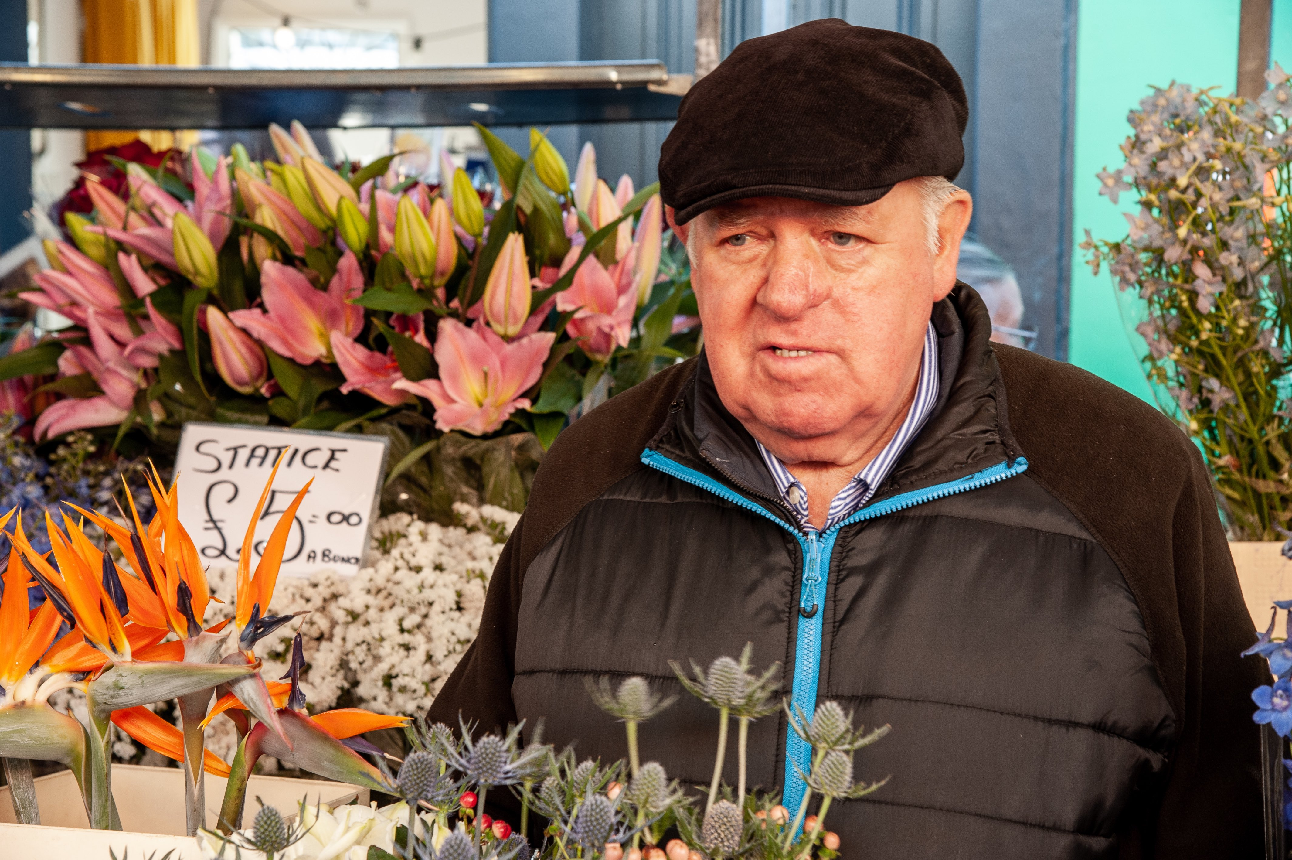 Vendeur au marché aux fleurs de Columbia Road, Londres